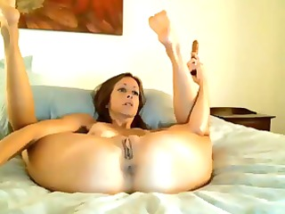dilettante milf loves to play with dildos