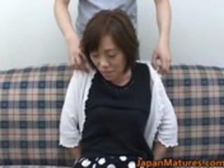 mature nihonjin woman getting