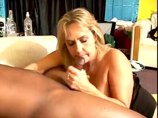 61yr old white granny wanda can to suck and fuck