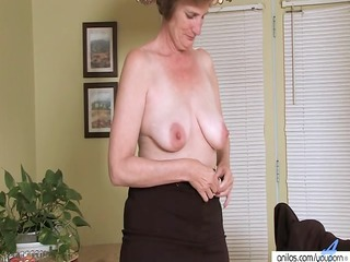 shaggy overweight milf fingers herself