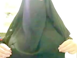 arabian muslim ummah lady in black burqa shows