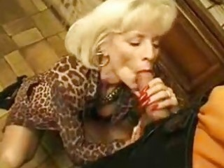 sexy mommy seduces and bonks this guy