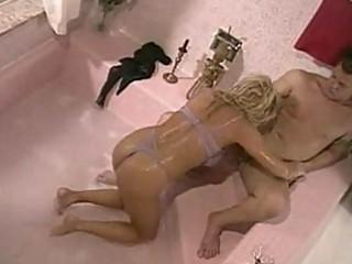 milf floozy seduces her plumber for trio