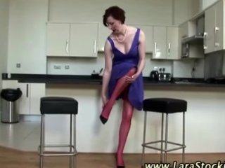 see aged amateur bitch puts on nylons