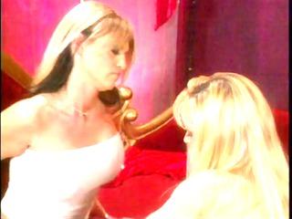 lesbo chicks into foot fetish www.beeg39.com