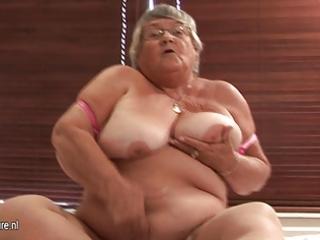 old dilettante granny masturbate on webcam