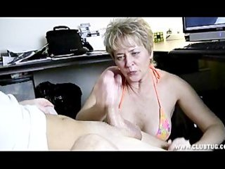mamas handjobs