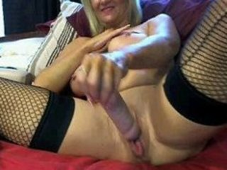 mature wife (tammy9111) with large milk sacks and