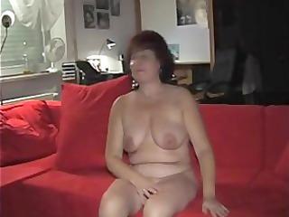 german mamma fur pie playing