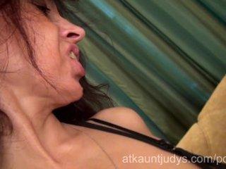 mother i karolina masturbates her aged pussy