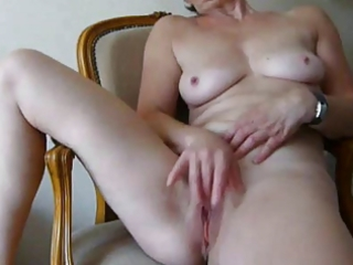 granny fingers herself to valuable cum